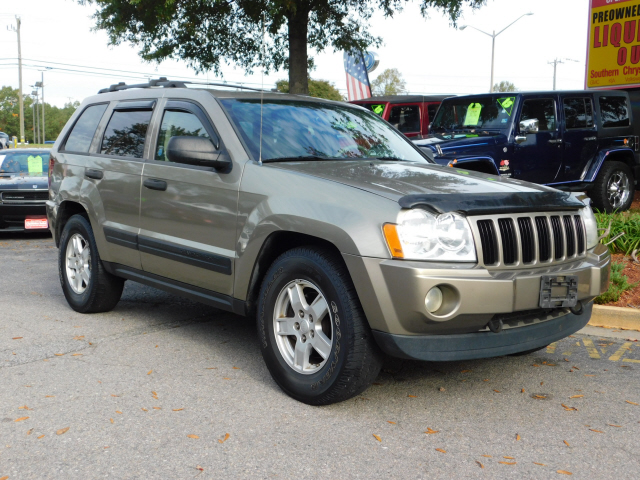Pre-Owned 2005 Jeep Grand Cherokee Laredo